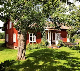 Stuga i naturreservat - Varnhem - House