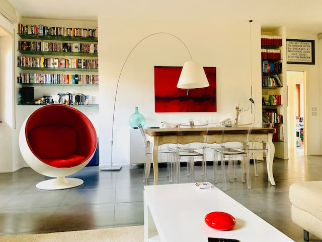 Bright, spacious apartment with garden and parking
