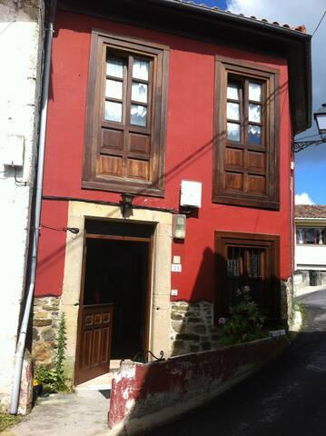 Casita de pueblo en el centro de Asturias - Santolaya de Cabranes - House