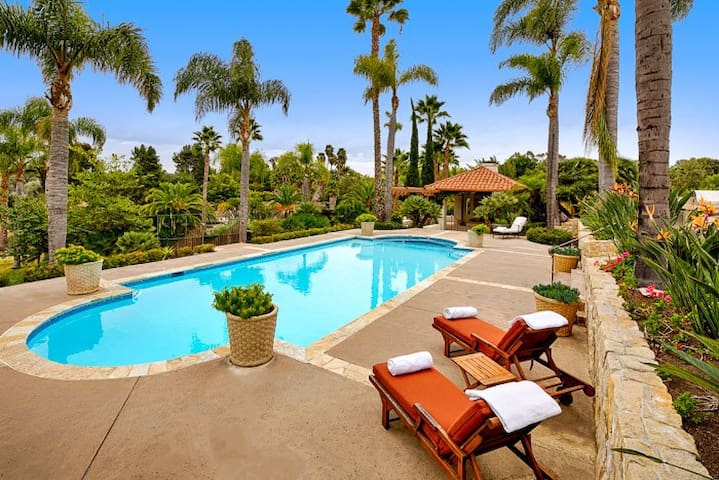 Sprawling country estate with pool, tennis court, and beach volleyball court! - Rancho Santa Fe - House