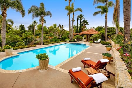 Sprawling country estate with pool, tennis court, and beach volleyball court! - Rancho Santa Fe - Haus
