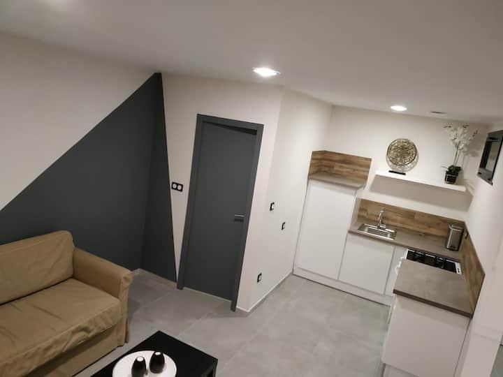 Studio neuf indépendant dans villa, tout équipé