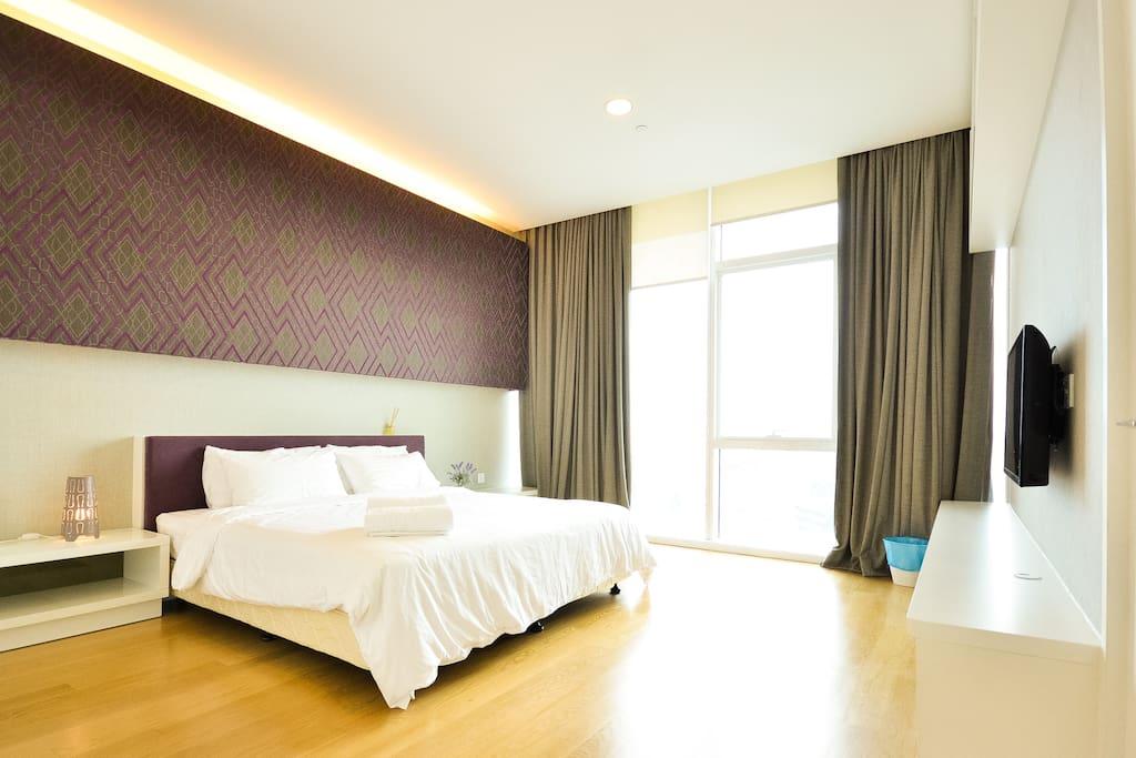 Spacious Master Bedroom with En Suite TV