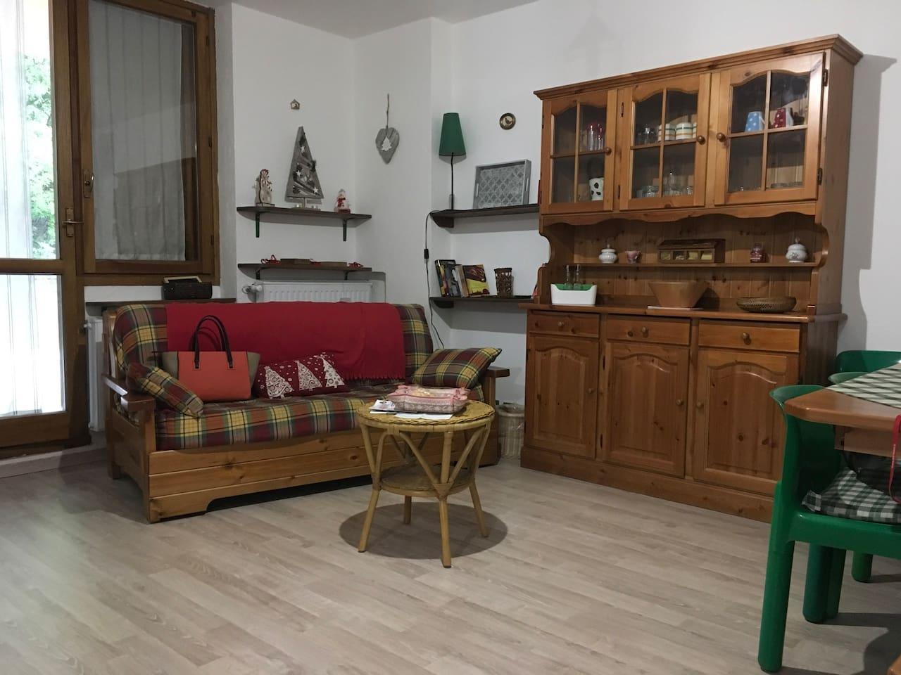 Via Lattea, Cesana Torinese. Graziosissimo bilocale con garage e terrazza.