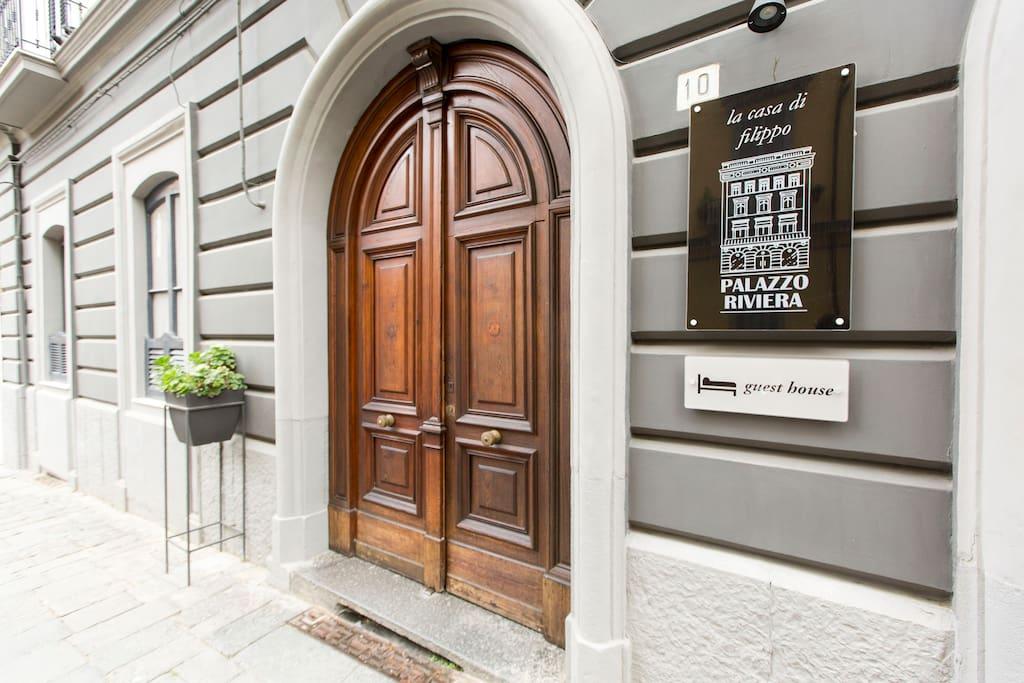 ingresso palazzo riviera