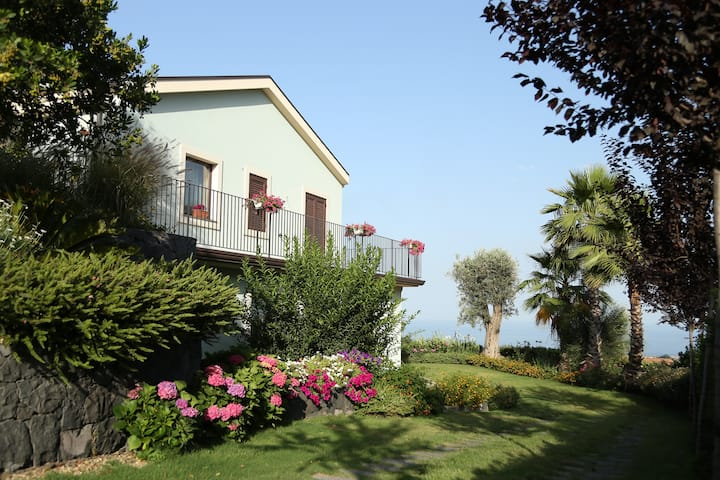 Casa del Melo, between the sky and the sea.
