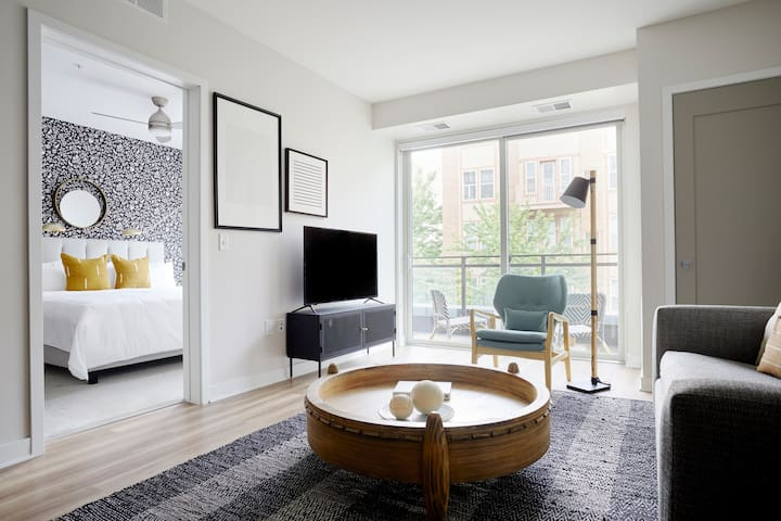 Sonder | Lake Suites | Modern 1BR + Balcony