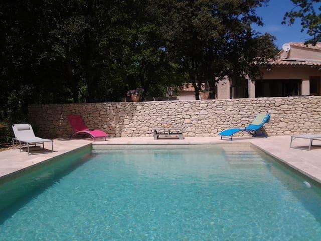 """Villa avec piscine """"La Poule aux œufs d'or""""Lubéron - Saint-Saturnin-lès-Apt - บ้าน"""