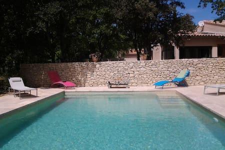 """Villa avec piscine """"La Poule aux œufs d'or""""Lubéron - Saint-Saturnin-lès-Apt - Ev"""