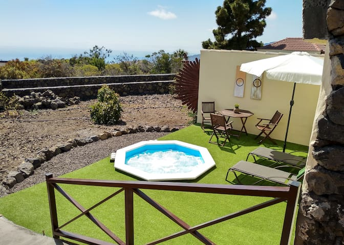 Casa El Bueno 2,  with private Jacuzzi in Todoque