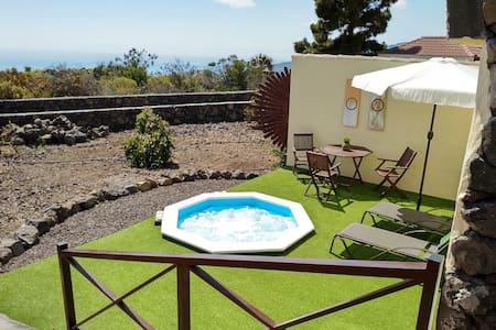 Casa El Bueno 2,  with private Jacuzzi in Todoque