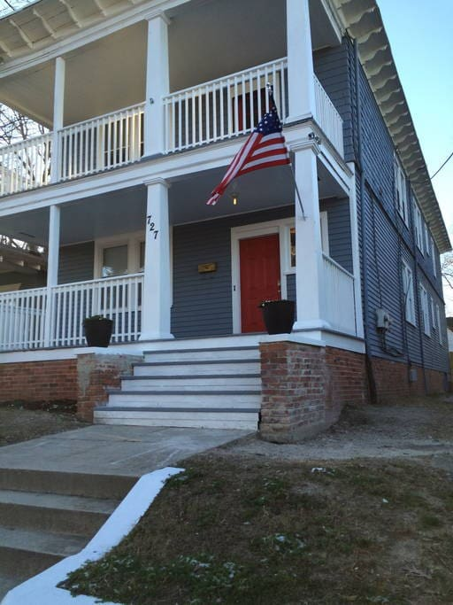Historic Homes In Norfolk Va: Upstairs Large Historic Home Colonial Place