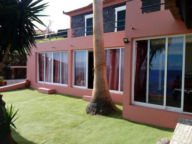 Casa da Palmeira, casa completa com Jardins.