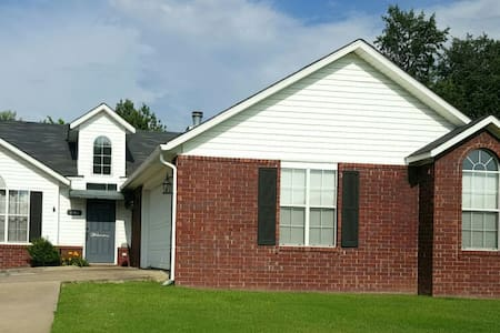 Two Bedroom House in Great Place!! - Fayetteville