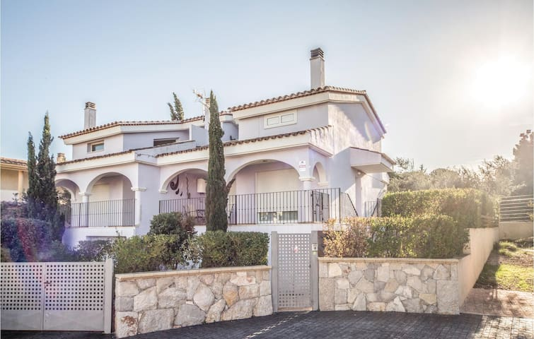 Semi-Detached with 3 bedrooms on 250m² in Peñiscola
