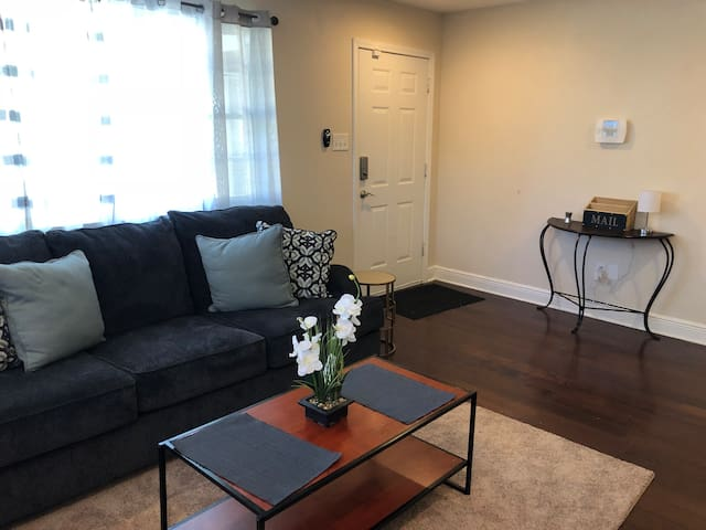 Charming 3 BR Home only 10 min from Downtown