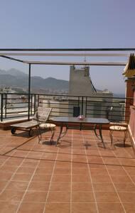 Atico exclusivo y supercentrico con vistas 360º - Apartment