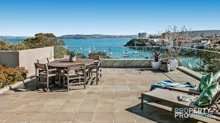 PROS - Little Manly Moorings Luxury Home