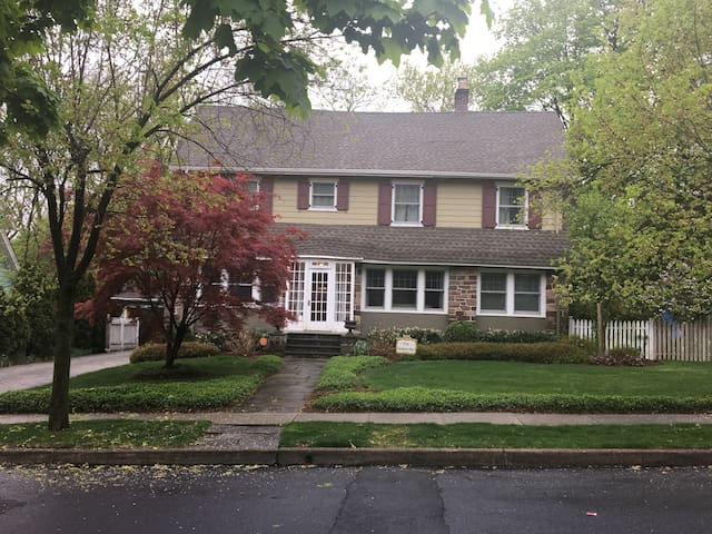 5 Bedroom house 15 miles to NYC - Montclair
