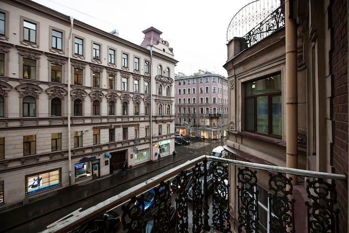 Апартаменты с балконом на Большой