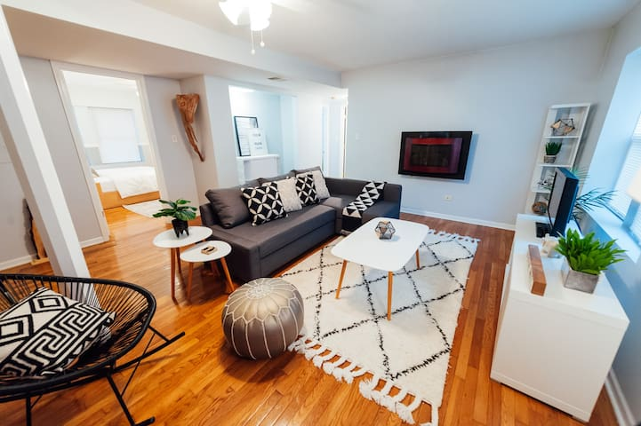 Lovely Modern Clean Oasis in Hip Logan Square