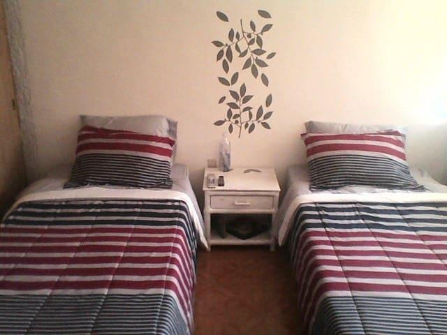 Habitación en Portones del Moral. - León - 公寓