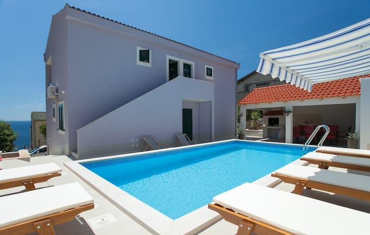 Lavanda aparment with pool