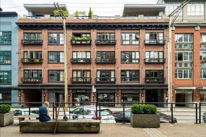 Penthouse Brick Loft in the Heart of Yaletown