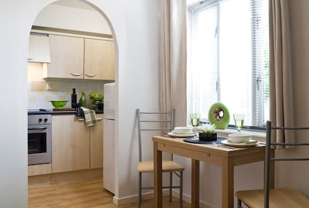 BR Fully Serviced Apartment, Free Wi-Fi, SKY - Bracknell - Apartament