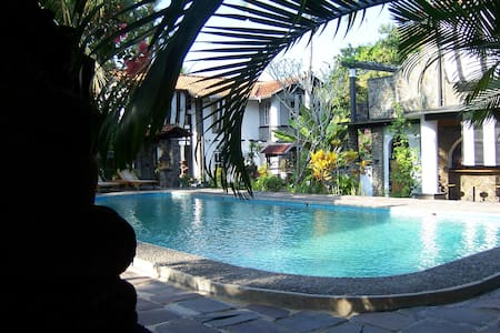 Adams Homestay Family Bungalow - Pangandaran - 宾馆