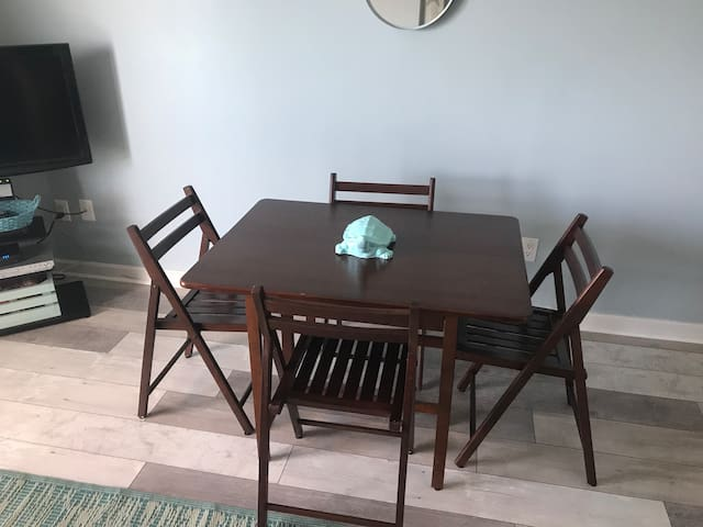 Table fits 4
