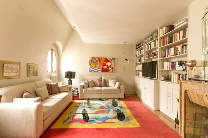 Elegant duplex in Saint Germain des Prés 83004