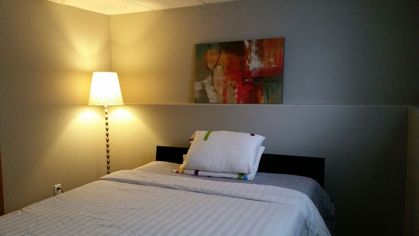 Peaceful Homely Feel Away From HOME - Grande Prairie - Maison