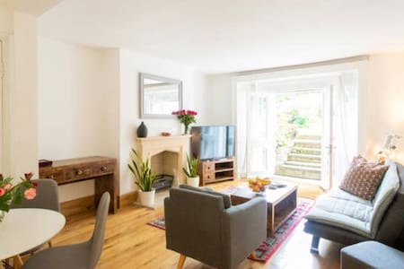 Beautiful Victorian 2 bed flat 5min from Camden
