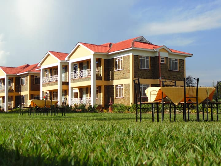 Thesha Gardens-Family and group friendly residence
