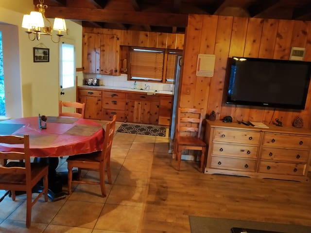 Cute Two Bedroom Cabin at The Washoe