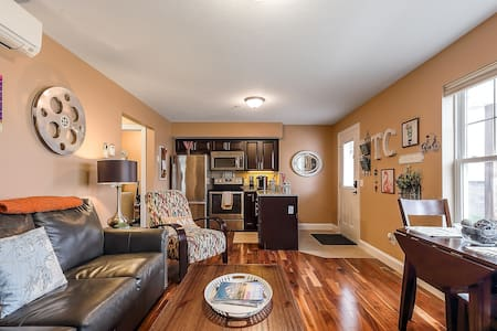 Pet Friendly Downtown Traverse City Condo-Sleeps 4
