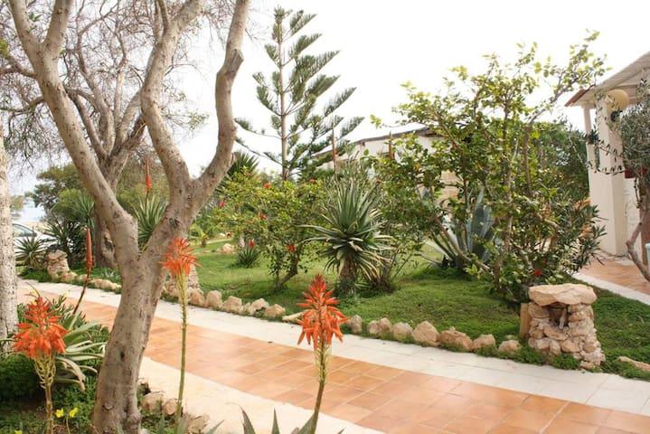 Spacious apt with sea view & garden