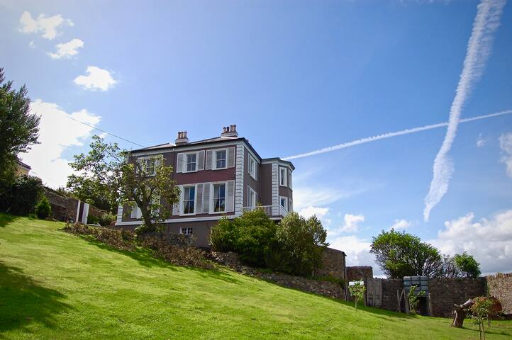 Period house with breathtaking views, Howth (Dble)