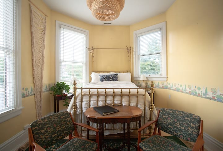 Sunstone Suite // Ellerbeck B&B// Historic Mansion