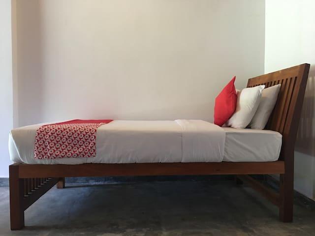 Kathaluwa Villa - Small room