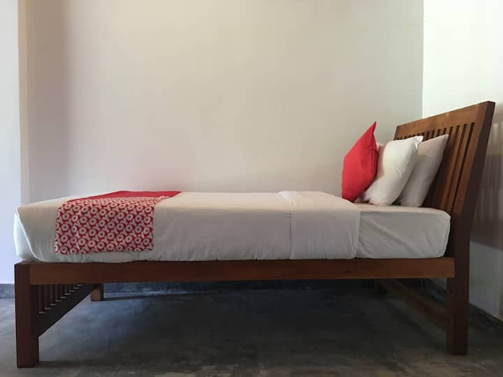 Kathaluwa Villa - Small room