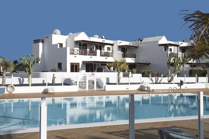 Lavish Holiday Home in Playa Blanca with Pool & Seabeach Nearby