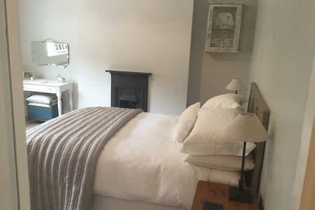 Beautiful room in heart of Mumbles. - The Mumbles