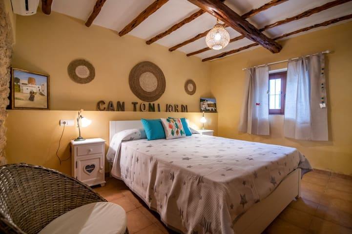 CAN TONI JORDI tu casa en Ibiza