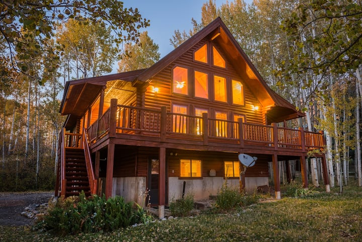Star Valley Ranch Log Cabin on Golf Course
