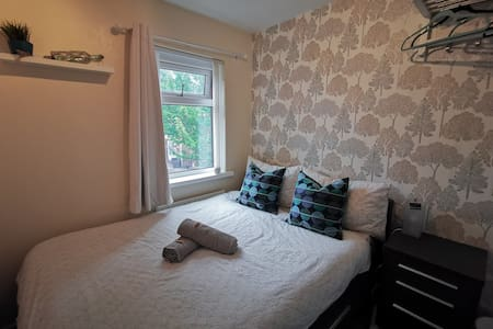 Cozy & Central Small Double Room , Self Check-in