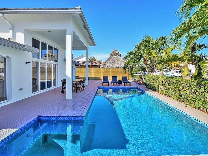 TROPICAL VILLA WITH HEATED POOL/ 60FT YACHT DOCK
