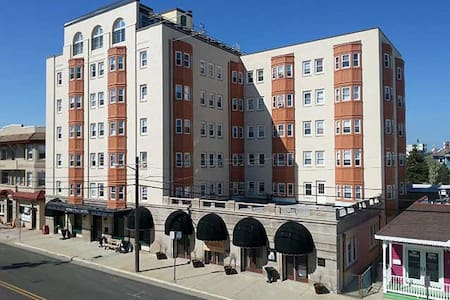 Beach Block Historic Efficiency Condo - Ocean City - Appartement en résidence