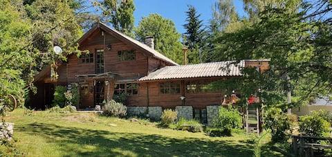 Hermosa Cabaña de Madera en villa la angostura